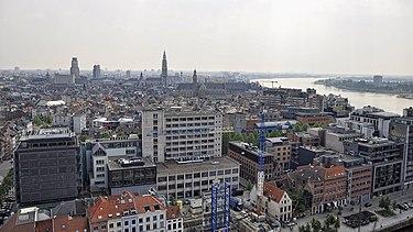 https://upload.wikimedia.org/wikipedia/commons/thumb/f/f0/Stadsgezicht_van_Antwerpen_vanaf_het_MAS_30-05-2012_15-29-35.jpg/375px-Stadsgezicht_van_Antwerpen_vanaf_het_MAS_30-05-2012_15-29-35.jpg