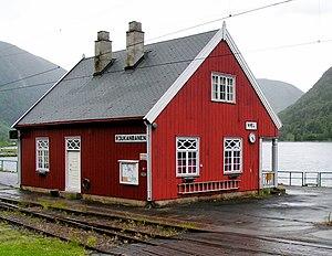 Mæl Station - Image: Stationsgebaeude Mæl 2004 SRS