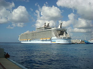 Stern of the MS Oasis of the Seas.jpg