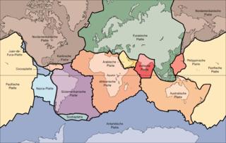 Weltkarte mit vereinfachter Darstellung der Lithosphärenplatten
