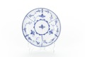 Tefat av fajans med blomranka i blått underglasyrtryck - Skoklosters slott - 93481.tif