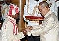The President, Shri Pranab Mukherjee presenting the Padma Shri Award to Shri Simon Oraon, at a Civil Investiture Ceremony, at Rashtrapati Bhavan, in New Delhi on April 12, 2016.jpg
