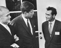 German Titov (højre) tilsammen med astronauten John Glenn og den daværende præsident John F. Kennedy.