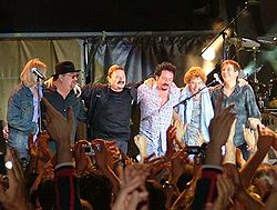 Från vänster: Tony Spinner, David Paich, Bobby Kimball, Steve Lukather, Simon Phillips, Mike Porcaro.