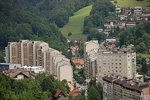 Trbovlje - Image: Trbovlje ulica Sallaumines, stanovanjski bloki