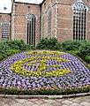 Trefoldighedskirken ChrIV-monogram i blomster.jpg