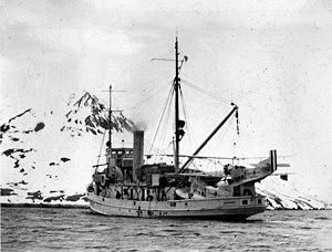 USS Gannet (AM-41) off Attu 1932.jpg