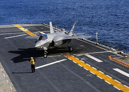 US Marine Corps (USMC) - Page 13 512px-US_Navy_111003-N-ZZ999-005_An_F-35B_Lightning_II_makes_the_first_vertical_landing_on_a_flight_deck_at_sea_aboard_the_amphibious_assault_ship_USS_W