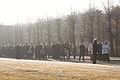Vainagu nolikšana Rīgas Brāļu kapos (6334370980).jpg