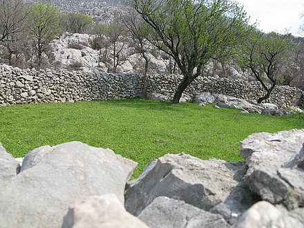 Historically dry stone walls were used for managing and protecting sheep livestock which had been a major food staple in Dalmatia. Velebit Ljuotic Mataci 02.JPG