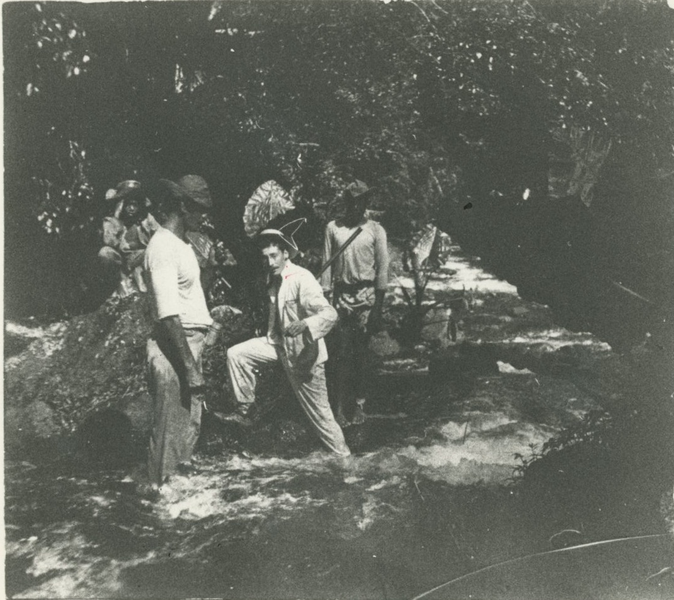 https://upload.wikimedia.org/wikipedia/commons/thumb/f/f0/Victor_Segalen_Tahiti_1903.png/674px-Victor_Segalen_Tahiti_1903.png