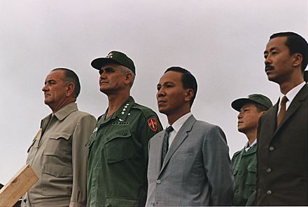 Ky (far right), U.S. President Lyndon B. Johnson, General William Westmoreland, and President Nguyen Van Thieu together in October 1966 VietnamkriegPersonen1966.jpg