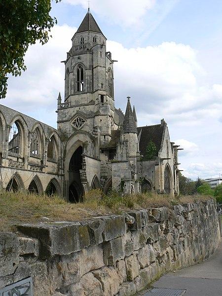 Église Saint-Étienne-le-Vieux et l'ancien rempart de Bourg-le-Roi à Caen (Calvados)