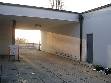 Villa Tugendhat entrance.JPG