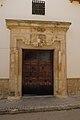 Villamayor de Santiago, puerta labrada en piedra de casa en calle Montera, 02.jpg