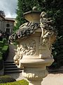 Vrtbovská zahrada, váza (002).JPG