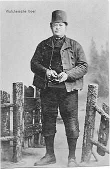 Kleding Boer 1914 Met De Typische Mannenhoed In Walcheren, Tweede Deel Van  De Negentiende Eeuw, De U0027tuunhoedu0027.