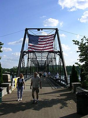 Walnut Street Bridge (Harrisburg, Pennsylvania) - Pedestrians on the Walnut Street Bridge.