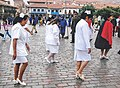 Wandelende verpleegkundigen in Cusco Peru.jpg