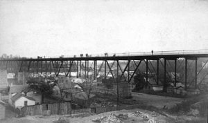 Washington Avenue Bridge (Minneapolis) - Original bridge circa 1885 showing residences on the Bohemian Flats