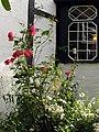 White Horse Inn Woolstone, Garden - geograph.org.uk - 504798.jpg