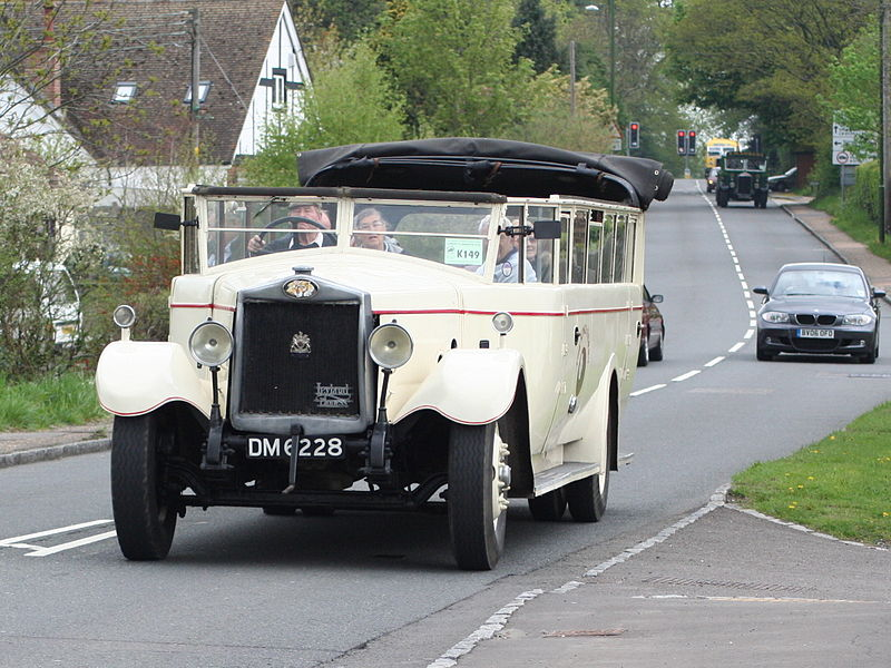 El juego de las imagenes-http://upload.wikimedia.org/wikipedia/commons/thumb/f/f0/White_Rose_Motor_Services_charabanc_%28DM_6228%29%2C_2006_HCVS_London_to_Brighton_run_%282%29.jpg/800px-White_Rose_Motor_Services_charabanc_%28DM_6228%29%2C_2006_HCVS_London_to_Brighton_run_%282%29.jpg