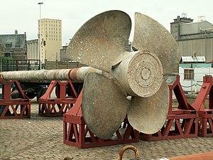 Wielinge old propellor in Drydock p6, Antwerp, Belgium.JPG