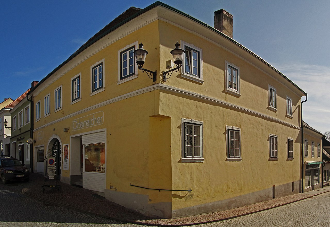 1280px-Wohnhaus%2C_ehem._Hackerhaus_in_Heidenreichstein.jpg?1536680365628