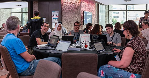 Workgroups during the hackaton, Wikimania 2014.jpg