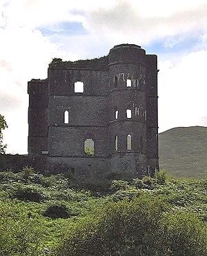 Glenbeigh - The ruins of Glenbeigh tower (called as well Wynn's Castle, Wynne's Folly, Headley Towers oder Glenbeigh Towers Castle)