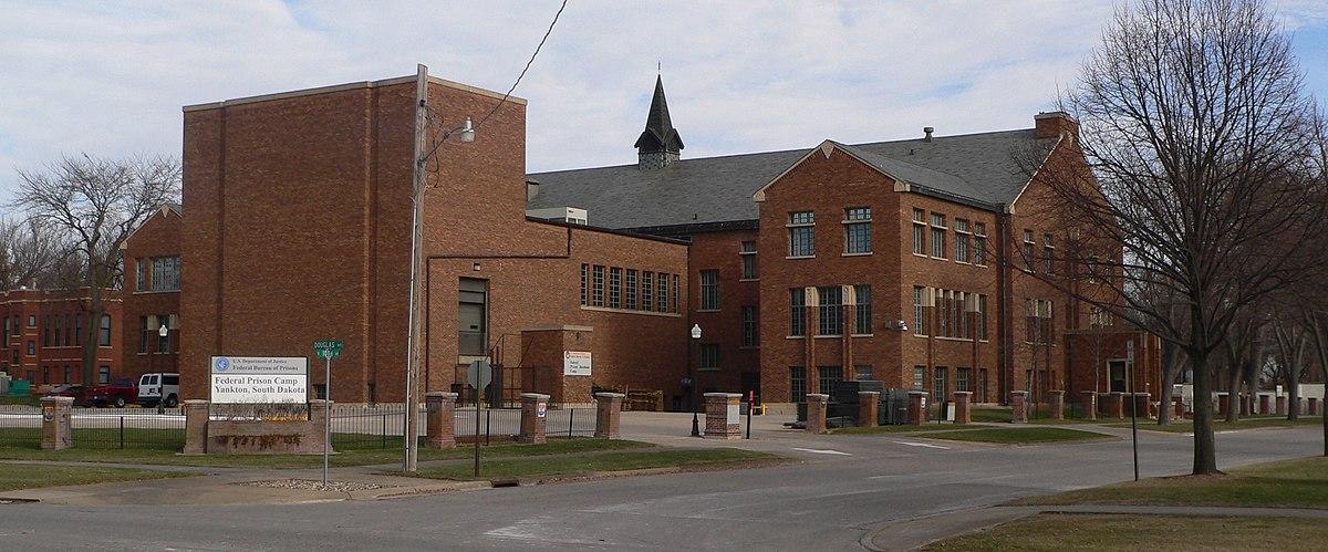 Federal Prison Camp, Yankton - Wikipedia