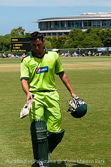 Younis Khan walks back to the pavilion during a practice match against Auckland.