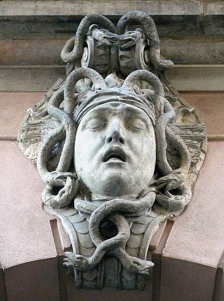 File:Zeughaus Berlin Schlussstein Medusa.jpg