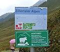 Zillertaler Hauptkamm Caution info 289.jpg