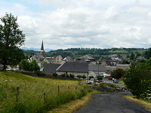 Égliseneuve d'Entraigues village.JPG