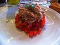 Émietté de thon sur concassée de tomates.JPG