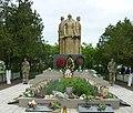 Братська могила 59 радянських воїнів та пам'ятник воїнам-односельцям, село Слов'яносербка, центр села.jpg