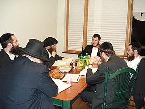 English: Group of Kohanim studying the Halacho...