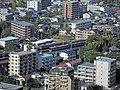 多摩市内を並走する京王線の列車と小田急線の列車130817.jpg