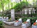 084. Шуваловское кладбище. Воинская площадка. Братская могила советских воинов.jpg