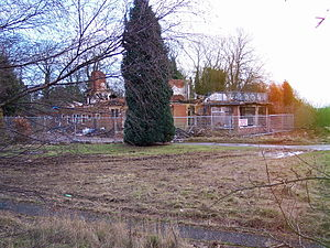 Boars Hill - Remains of Yatscombe Hall in January 2004