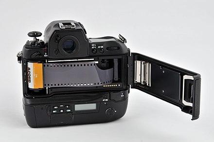 16-04-09 Nikon F5 RalfR WAT 6877.jpg