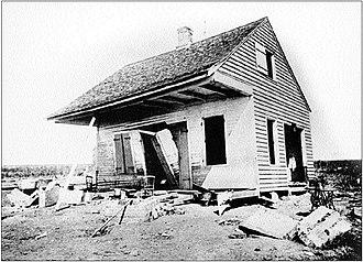 1893 Cheniere Caminada hurricane - Image: 1893 cheniere caminada hurricane damaged house
