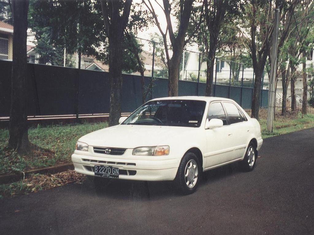 File:1997 Toyota Corolla (AE111) SEG 1 6i sedan 01 jpg - Wikimedia