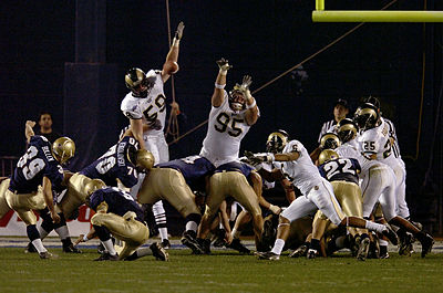 2005PoinsettaBowl-Navy-FGAttempt.jpg