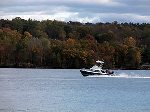 2011 Speedboat on the Hudson in Esopus, New York.JPG