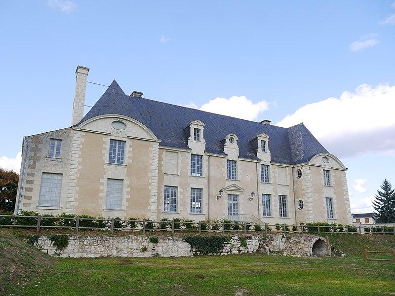 Le château abritant les locaux de la mairie.