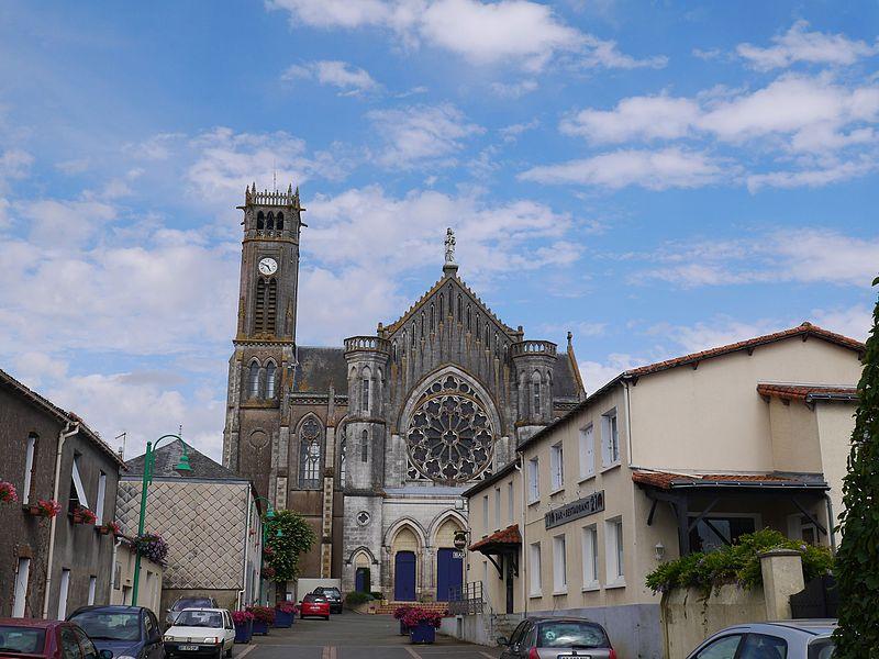 L'abbaye vue de la rue du Moulin.