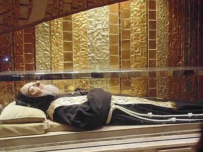 23 septembre : Saint Padre Pio de Pietrelcina 400px-71013_San_Giovanni_Rotondo,_Province_of_Foggia,_Italy_-_panoramio_(6)
