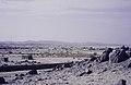 ASC Leiden - van Achterberg Collection - 14 - 04 - Un quartier de maisons basses dans le désert avec des buissons - Tamanrasset, Algérie - 1984.jpg